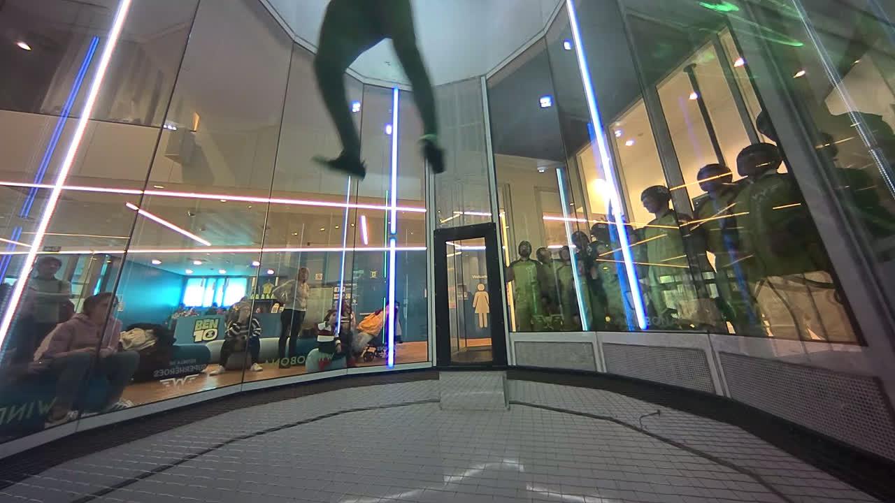 Cómo volar en un túnel de viento